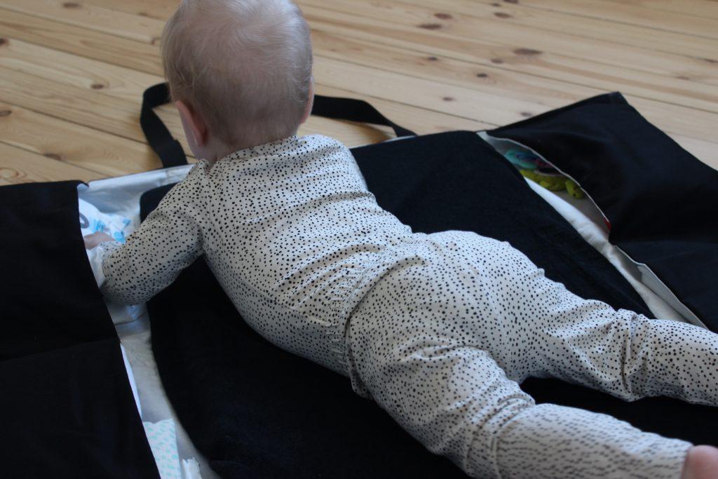 Ida Ising pusletaske gør det muligt at skifte dit barn over alt