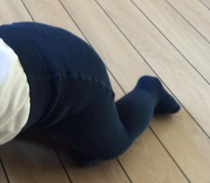 GoBabyGo strømpebukser kunne få min mand til at tage stilling til, hvilket tøj han skulle klæde knægten i