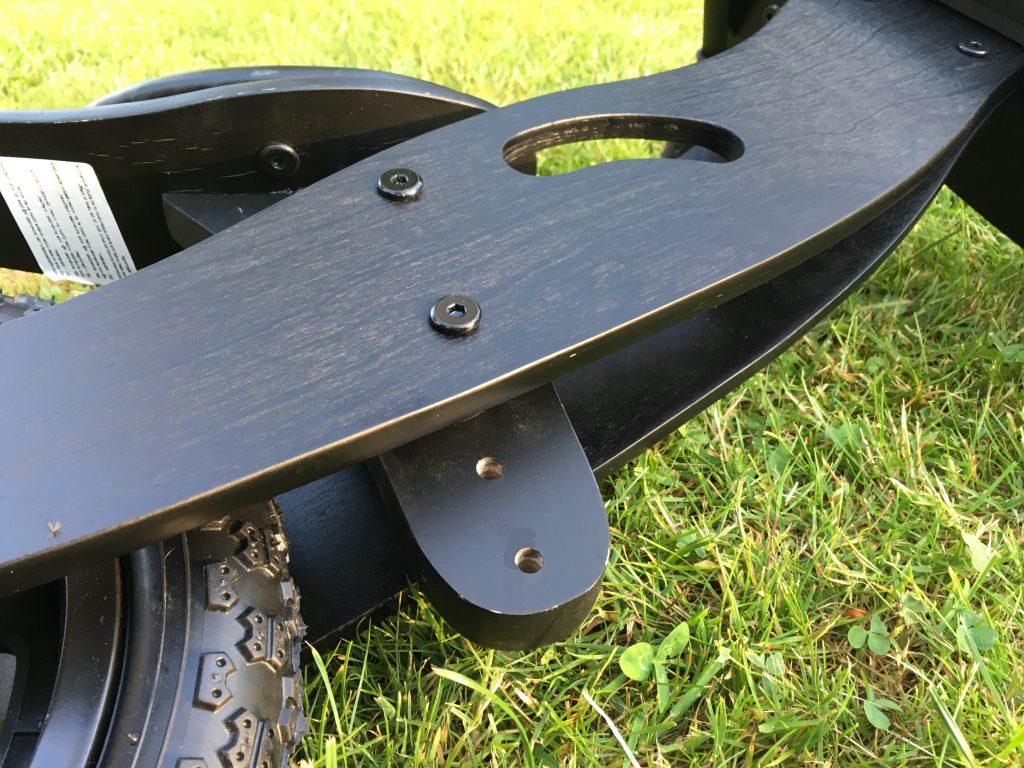 Højdejusterbar saddelsom kan gå fra 35- til 41 cm.