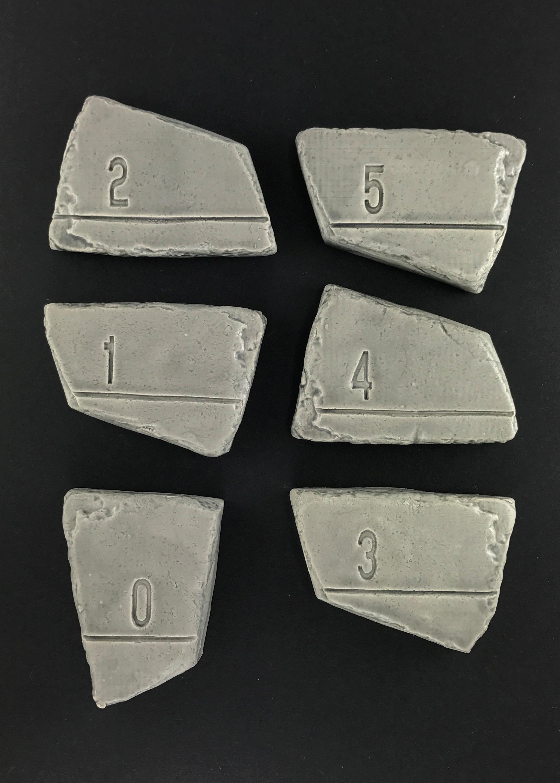 Vingl målværk 0-5 år - lysgrå målestok, 9 stk. på lager fra Vingl fra pixizoo
