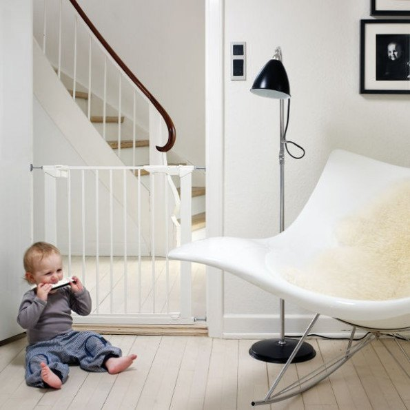 Baby Dan Premier presmonteret sikkerhedsgitter, inkl. 1 forlænger - hvid