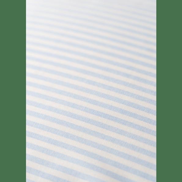 BySkagen Emilie babysengetøj 70x100 cm. - lyseblå striber