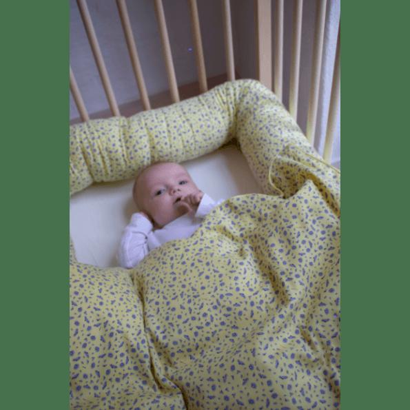 Filibabba Cosmos Daydream Babysengetøj 70x100 cm. - Pale Banana