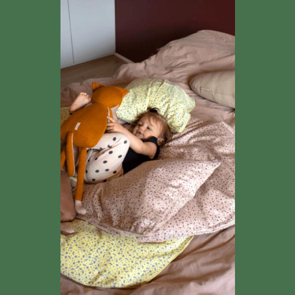 Filibabba Cosmos Daydream Junior Sengetøj 100x140 cm. - Pale Banana